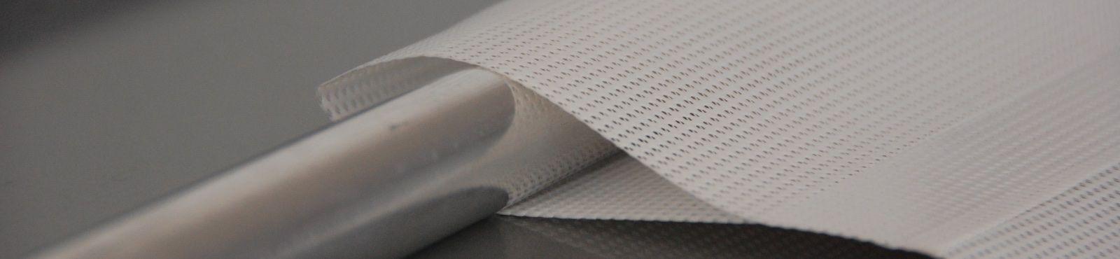 Stampa su rete mesh con asola